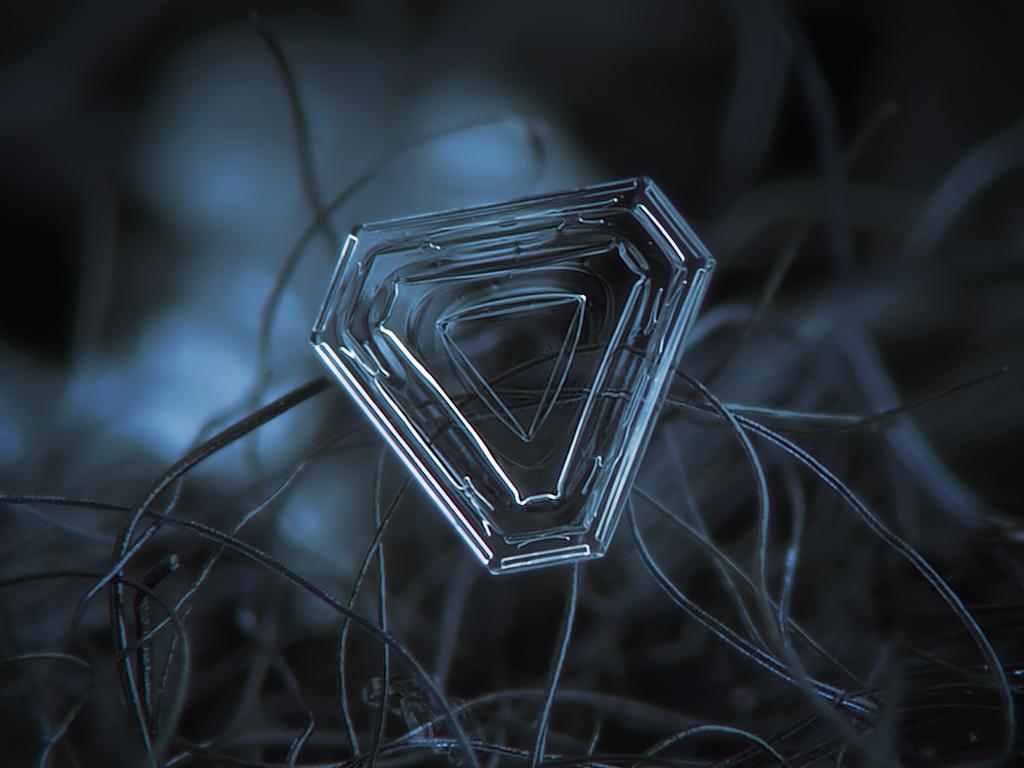 vlocky-09-trojuholnikove-krystaly